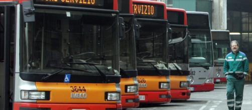 Trasporti, venerdì giornata nera Roma e Milano, disagi per ... - corriere.it