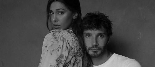 Belen Rodriguez e Stefano De Martino criticati su Instagram: 'Tutto finto, amore costruito per fare soldi'.