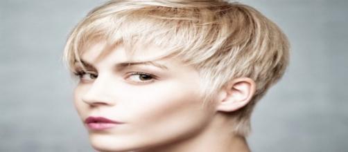 Tagli di capelli corti, medi e lunghi per Ferragosto: dal Bowl Cut al Tiramisù Hair