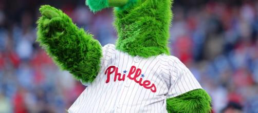 Could the Phillies lose the Phillie Phanatic to free agency? (Image via the PhillieFC/Youtube)