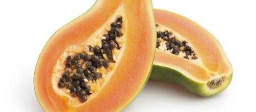 La papaya puede inducir los períodos menstruales