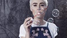 Tagli di capelli per l'estate: le chiome XXS, il boyish e la tonalità caramel infusion