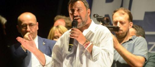Crisi di governo, Salvini vuole le elezioni il 13 ottobre: 'MI candido Premier'