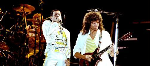 Freddie Mercury e Brian May durante il concerto di Knebworth