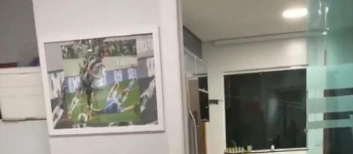 Imagem está na parede da casa do jogador. (Arquivo Blasting News)