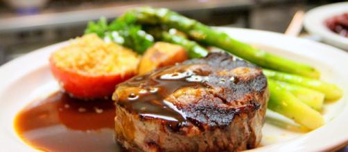 Los españoles comen mucha más carne de la recomendada