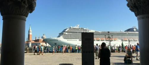 Venice to ban large cruise ships after 10-year battle. [Image source/ITV News YouTube]