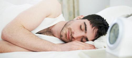 Al menos, 8 horas de sueño nocturno son esenciales para la salud del cuerpo humano. - telemundo.com