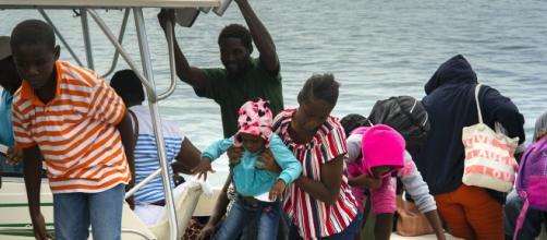Alerta de evacuación voluntaria en Las Bahamas, tras el paso de Dorian. - apnews.com