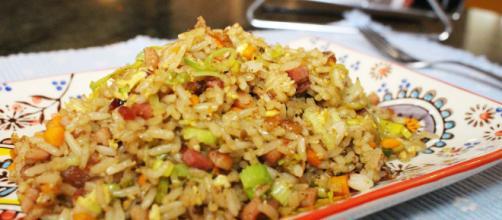El arroz chino frito es uno de los platillos asiáticos de mayor consumo en el mundo. - pinterest.es