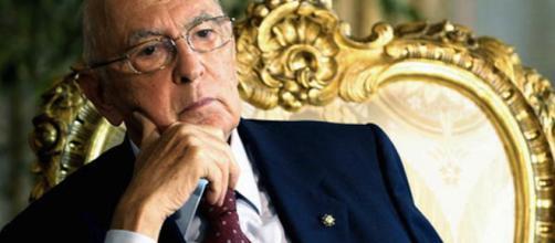 Voto di fiducia, Napolitano assente in Senato ma dà il suo sostegno al governo giallorosso.