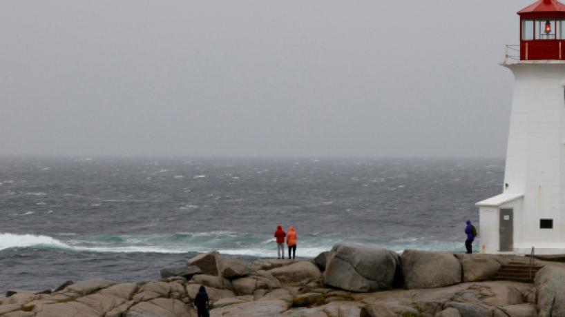 Huracán Dorian azotó el este de Canadá, luego se debilitó al salir al océano Atlántico