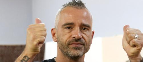 Eros Ramazzotti commenta il nuovo flirt della Pellegrinelli: 'La vita va avanti'.