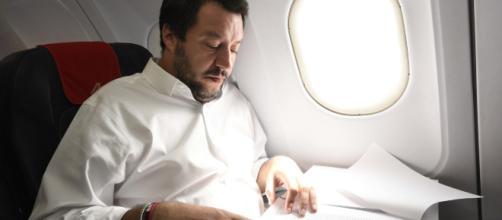 Salvini, voli di Stato: posizione archiviata, ma erano illegittimi