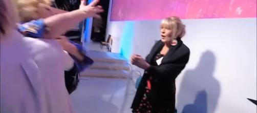 Anticipazioni Uomini e donne: Gemma imita Marilyn, Tina se la ride