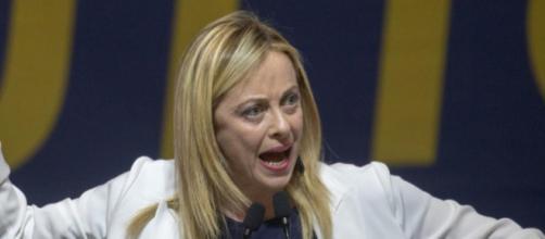 Tassa sui prelievi bancomat: Giorgia Meloni infuriata con M5S e Pd