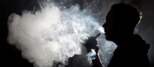 Usa, Trump pensa di vietare le sigarette elettroniche aromatizzate | lasiciliaweb.it