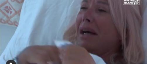 Temptation Island Vip, spoiler: Anna Pettinelli in lacrime per il compagno