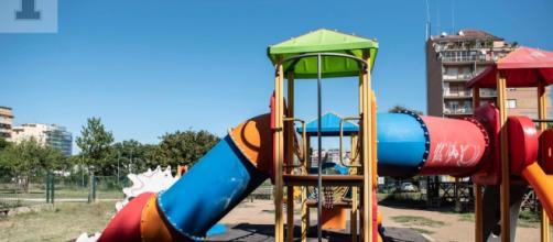Trovata morta con le mani legate in un parco giochi: giallo a Roma - Il Tempo