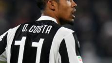 Juventus, Douglas Costa e Pjanic infortunati: a rischio la partita con l'Atletico Madrid