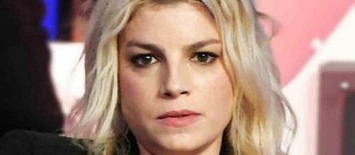 Emma Marrone ha replicato duramente a un fan che ha criticato il suo team di lavoro.