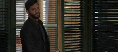 """""""Bom Sucesso"""": Jeniffer descobre que Diogo tem outra mulher. (Reprodução/TV Globo)"""