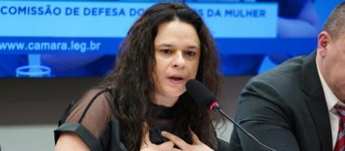Deputada Janaina Paschoal criticou atitude de Olavo de Carvalho após ver vídeo postado com mensagem dele. (Pablo Valadares/Câmara dos Deputados)