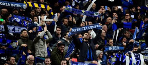 Inter Curva Nord durante una partita.