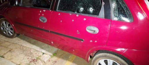 Mais de 50 tiros atingiram o veículo. (Arquivo Blasting News)