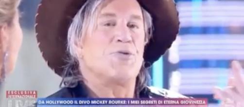 Mickey Rourke a ruota libera ieri a Live Non è la D'Urso.