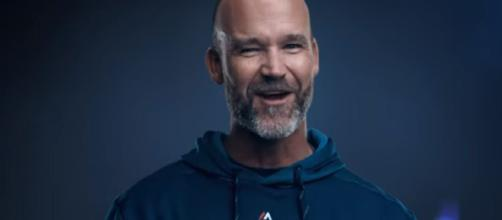 Some think David Ross will eventually become Cubs' skipper. [Image via Chicago Cubs/YouTube]