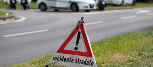 Torino, auto esplode dopo essere stata urtata da un'altra vettura: morti padre e figlia