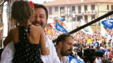 Pontida, non è coinvolta nel caso Bibbiano la bimba presentata da Salvini sul palco