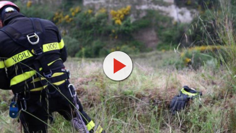 Bolzano: neonato trovato senza vita in una scarpata, sarebbe stato strangolato