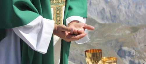 Lecce, 'Ho peccato, non celebro più messa': sacerdote se ne va durante la messa