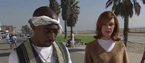 Tupac e Tabitha Soren a Venice Beach nel 1995.