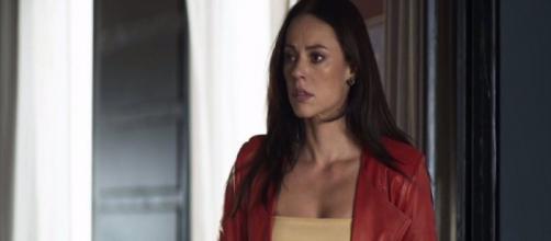 """Vivi sofrerá com chantagens do seu ex-noivo em """"A Dona do Pedaço"""". (Reprodução/ TV Globo)"""