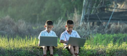 Acesso a internet e mídias sociais fazem parte da realidade de nossas crianças e jovens. (Reprodução/Pixabay).