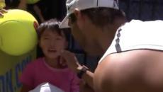 El humilde gesto de Nadal rescatando a un niño de entre el público