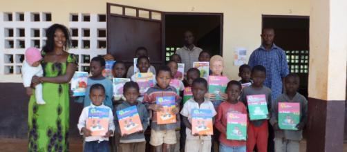 CAMEROUN : Des manuels scolaires pour les élèves des villages ... - fondations-somdiaa.com