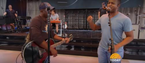 Craig Melvin of 'Today' takes a break from storm reporting to make music with Hootie & the Blowfish. [Image source: TODAY-YouTube]