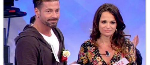 Uomini e Donne: Jara e Nicola annunciano che il loro bambino sarà un maschietto