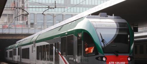 Torino, coppia dimentica il figlio di pochi mesi nel treno: passeggeri si prendono cura di lui