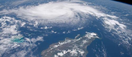 Usa, l'uragano Dorian raggiunge le Bahamas: adesso è di categoria 5