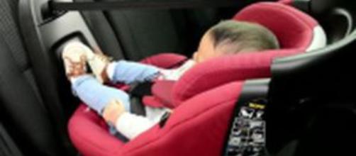 Bimbo di due anni dimenticato in auto: morto per asfissia