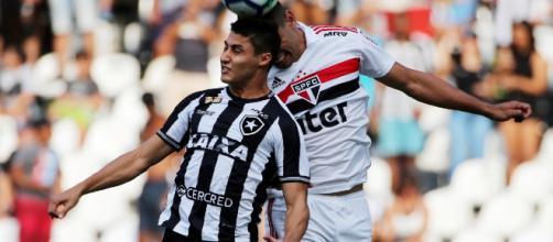 Botafogo e São Paulo abrirão o returno do Brasileirão. (Arquivo Blasting News)