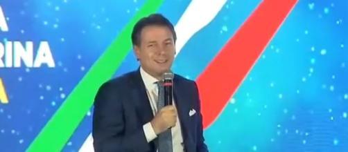 Conte sorride per i mugugni del pubblico ad Atreju (Ph Pagina.Facebook - Giuseppe Conte)