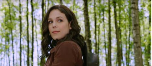 Erin Krakow of 'When Calls the Heart' shares a picture proving that the eyes can say so much. [Image Source: Hallmark Channel/YouTube]