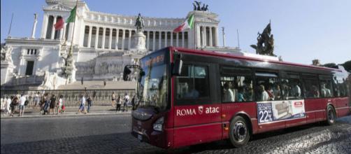 Roma: otto giovani aggrediscono un autista