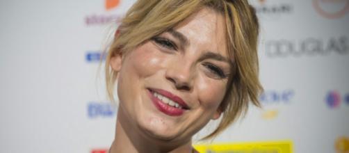 Emma Marrone rassicura i fan sulla sua salute a Milano: 'State tranquilli, io lo sono'.